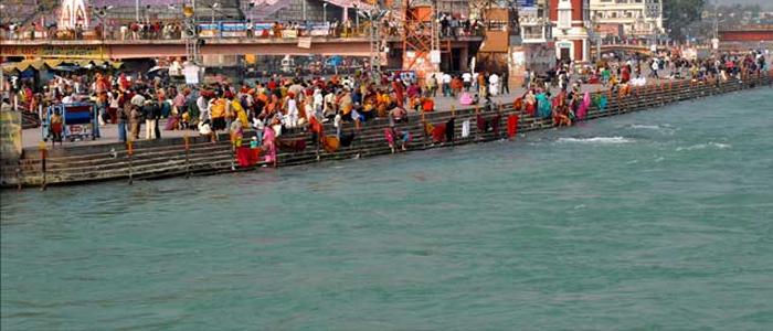 Ganga Ke Khare Kinare Bhagean Mang Rahe Naiya Story